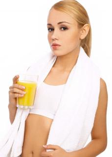Jugo de piña, naranja y limón, refrescante, energizante y rico en vitamina C