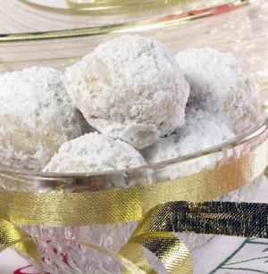 Polvorones de nuez y azúcar glas