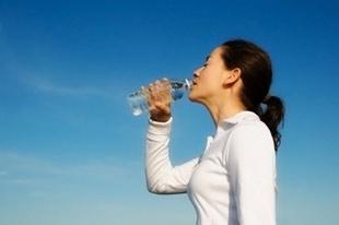 Para perder peso es indispensable tomar agua