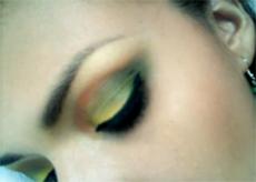 maquillar ojos en diferentes colores
